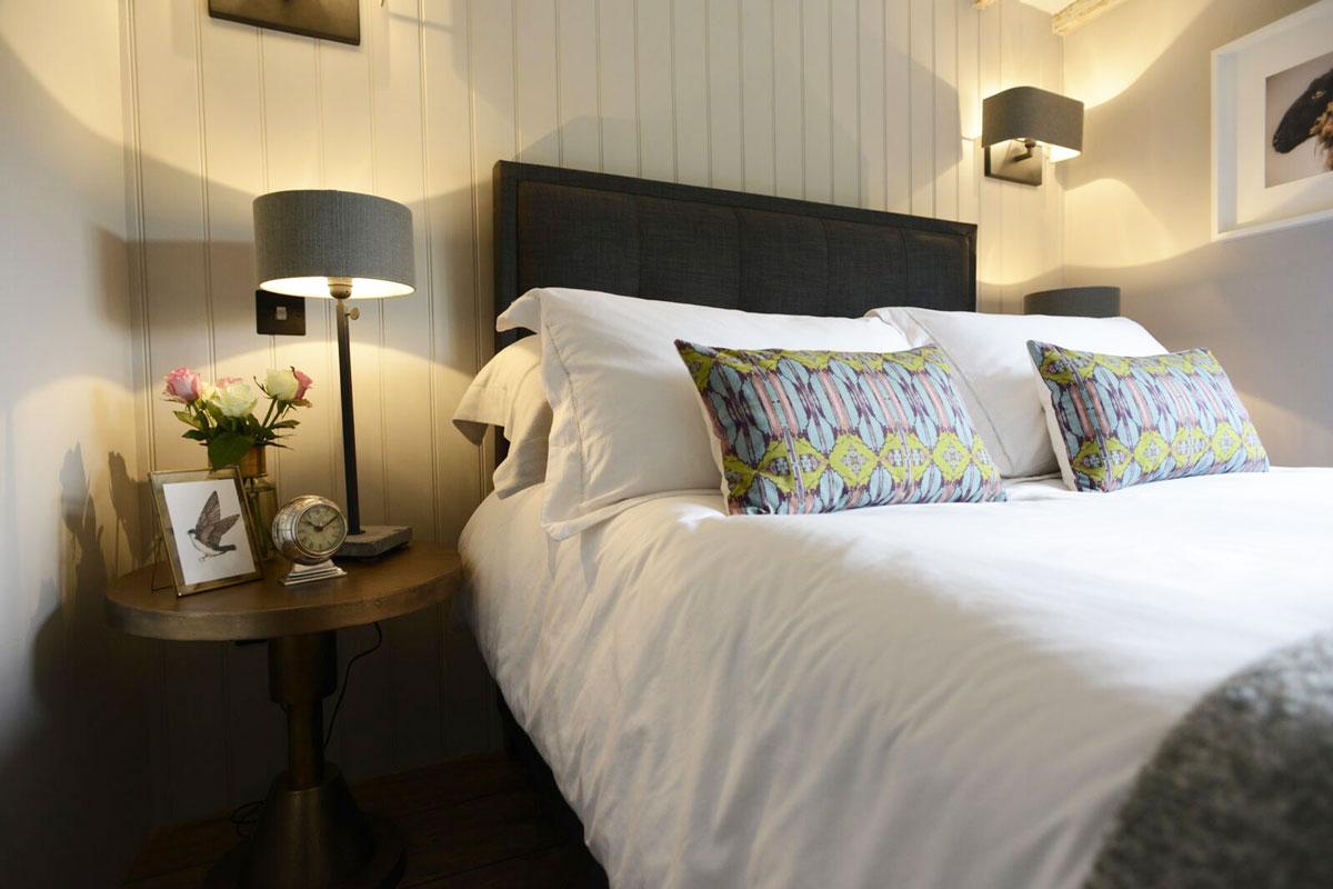 walnut-bed-2-bedside-gallery-1