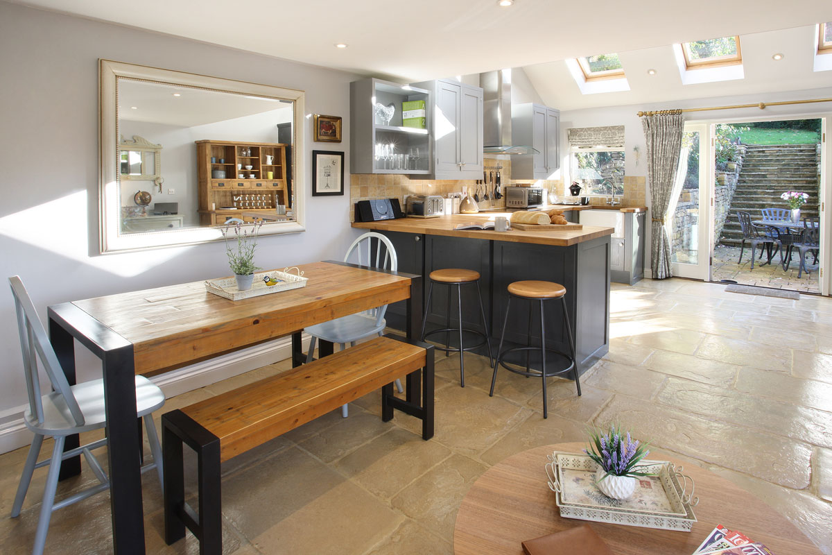 2-Glebe-Cottages-Snowshill-Country-Idyll-holiday-cottage-dining