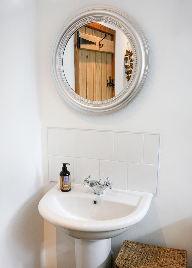 Fairholme-Bathroom-self-catering-northleach