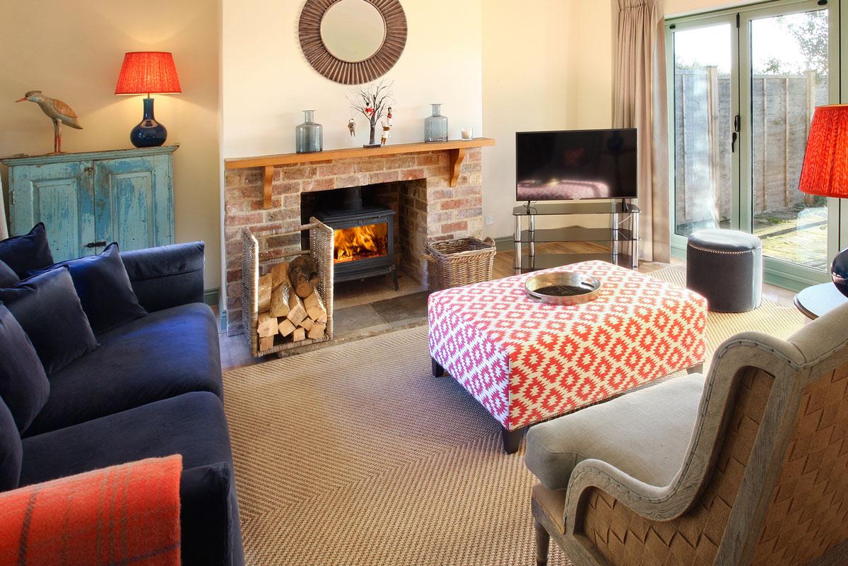 Field-Cottage-Lounge